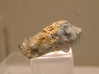 gold01-88077.jpg  Gold in Quartz