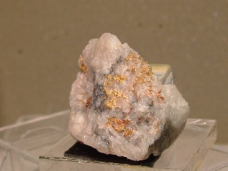 gold01-88080.jpg  Gold in Quartz